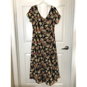 VINTAGE Floral Maxi Dress. 9/10, fits a 12 as well
